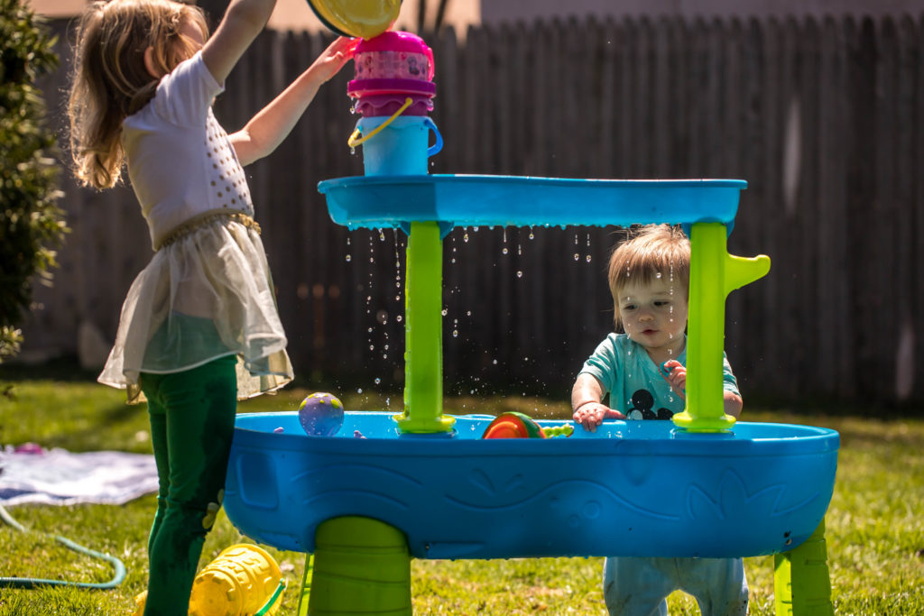 entertain kids with water table